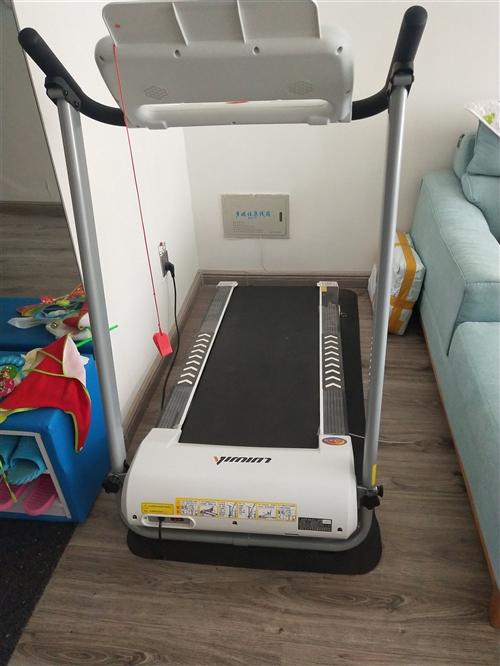 立久佳九九新跑步機,帶藍牙音箱,可充電,總長1.6米,高1.2米,寬70厘米,需要的聯系我,自提,非...