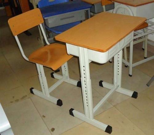 有学生课桌椅,办公桌,文件柜,上下铺,便宜出售完好无损,有意者联系18083158242    18...
