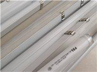 本人有一批LEDT5管现低价对外销售约100根,型号1M至1.2M九成新,可做广告灯箱、吊顶等使用。...