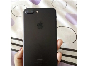 苹果7plus128g黑色。美女一人使用,很爱惜。全网通,3000元,电话,1899377770...