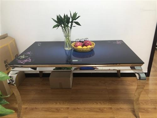赔钱白菜价处理:全新取暖餐桌,长1.5米,宽90厘米,高76厘米,电话:18568980099