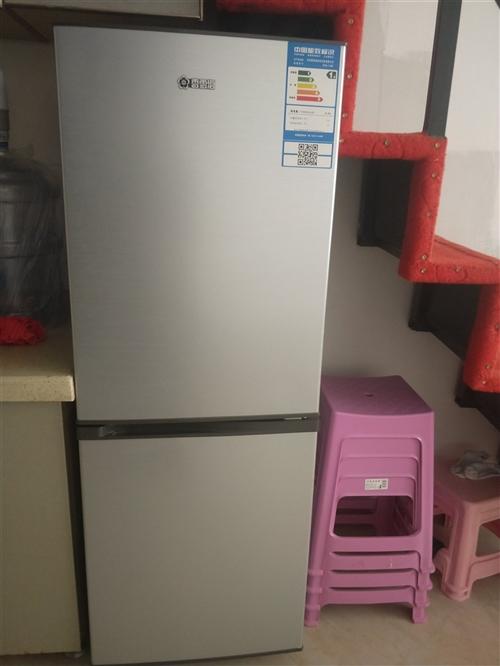 冰箱九成新       因個人搬家不想拿走    便宜賣適合三口人用    外送一個小型洗衣機   ...