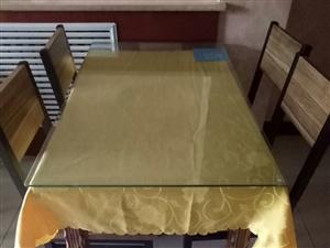 桌椅,8套,和面机一个现出售有需要的朋友联系我??