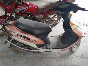 出售此助力摩托48排量实表4000多公里 新换的机油新加的汽油 冷热一打就着车 不怎么骑了 有缘人请...