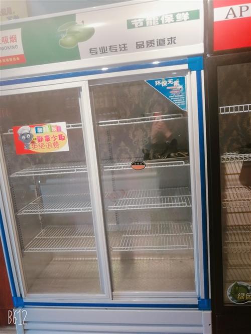展柜两台,冰柜两台,冰柜两个,空调一个立式,一个挂的都是格力的空调,两个啤酒柜,一个消毒柜(全新未用...