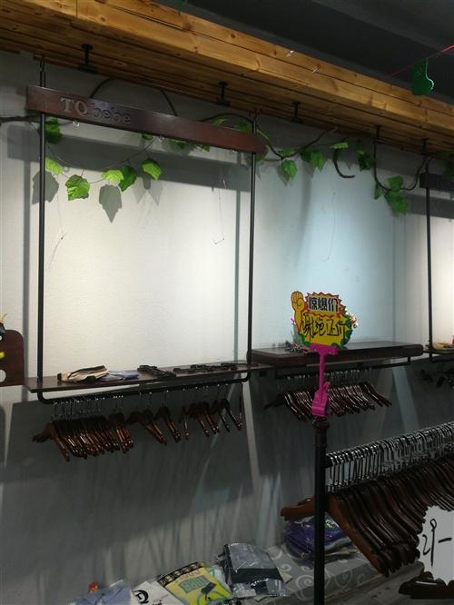 营业中童装专卖店货架,单岛,双岛,轨道灯,吧台,模特,空调等低价处理