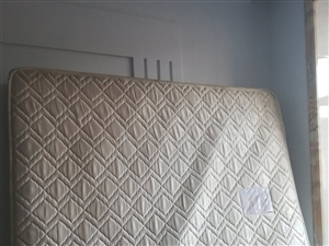 1.8米X2米床垫,150自取,9成新,市一中附近