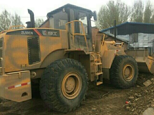 个人去年二手装载机柳工50龙工30个人铲车出售九成新