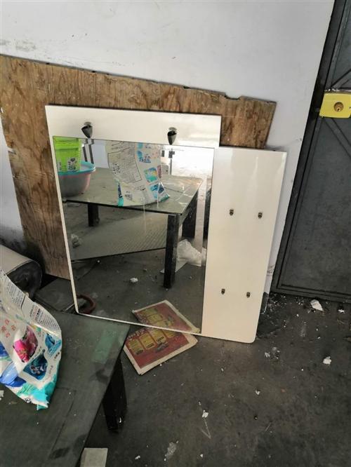 梳妆台带座位,低价处理,照片上镜子安装在桌子上,电话13371315028