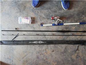 50块钱打包出售 海杆一根 路亚一根 只要是图上的都包括。海杆是2.7米的,线钩已经绑好,只钓过两次...