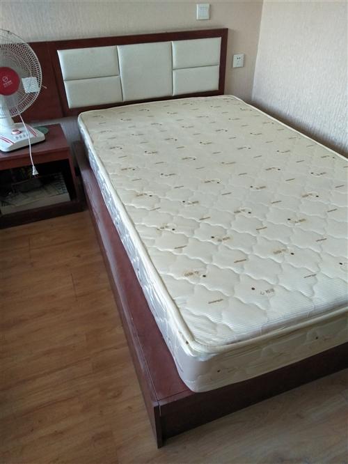 因房租到期。宾馆家具整套出售,宾馆只开了2年,家具都很新,床垫是心相印的很好!还有被套,床单被芯一起...