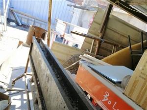 下引风烤箱,带风机一个8成新。总长2.5米出售价格800。