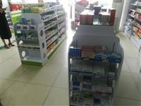 药店烤漆货架,双面五组,带四个端头,每组货架有五层。就成新,有需要电话联系