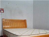 9成新实木床,1米5×2米,闲置处理600元。
