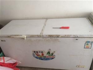 两个大冰柜,有一个是双温能够同时冷冻和冷藏。13406797703