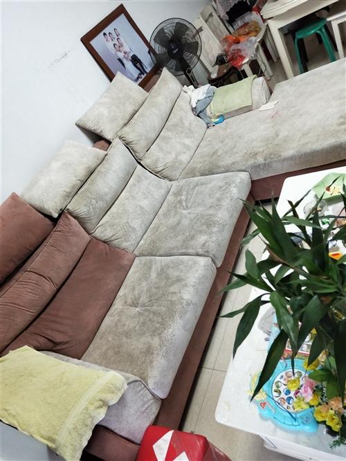 地址万家滨湖花园,刚买两年的沙发因地方太小要换套小点的沙发!需要的电话联系 要求自己来拉