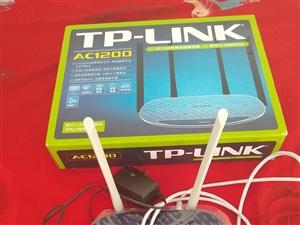 新買的路由器一回也沒用家里沒網所以出售出售有需要的聯系我買時二百多現在一百元就賣電話13191328...