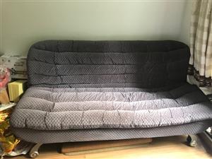 折�B沙�l???打�_是1.5的床!9成新,定制款,相��牢固!因家里要做��房。