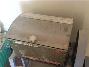 处理饭店设备,桌椅,冰柜,煮面炉,和面机,压面机,蒸车,锅碗瓢盆等