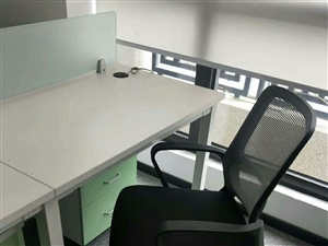 基本全新办公桌椅,中央空调,柜机低价出售,给钱就卖,有需要的尽早联系! 15924105657《微...