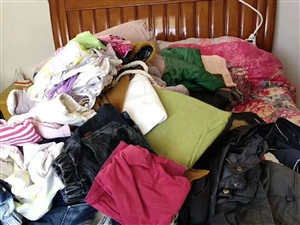 收旧衣服,家里不穿的衣服鞋子都可以联系我,换点零花钱!