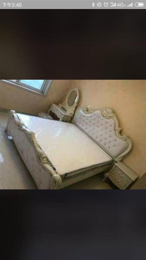 房子改办公室刚买的刚买的一套家具出售。欧式软包大床,新床,一天没住,沙发一套。大理石茶几,电视柜一套...