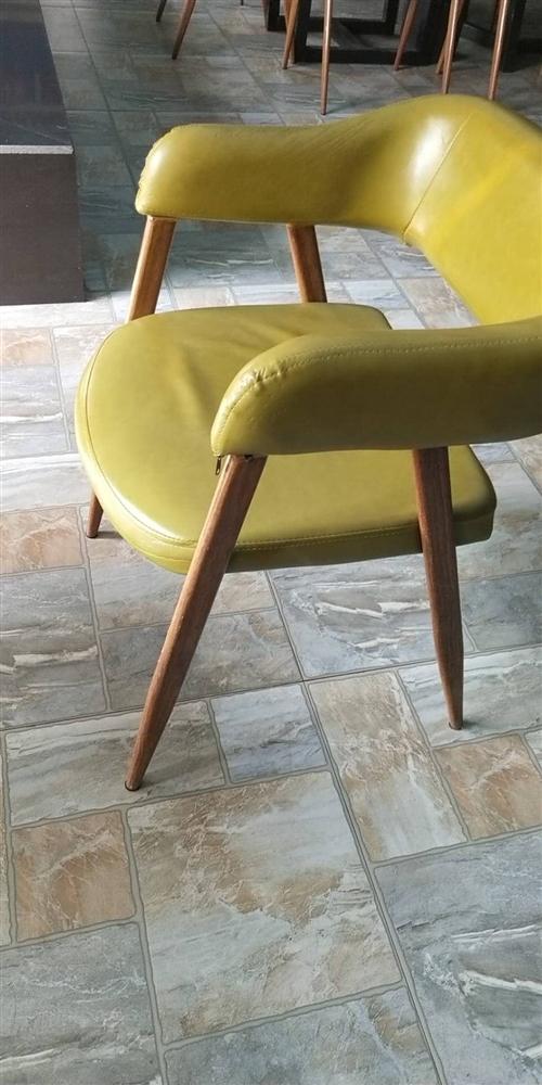 现有椅子,全新和9成新的都有,特价出售,餐厅?#22270;?#37324;都可以使用。(价格面议,量大从优)欢迎电话咨询