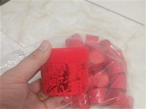 之前买的喜糖盒及喜帖低价处理,都是新的没用过,盒子38个,帖子40多个,一共三十块钱处理