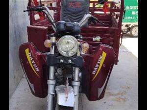 出售三轮摩托车一辆九成新,新车八千多发票齐全,跑五百多公里价格优惠有意者请拨打18437286555