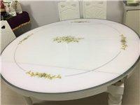 長方形桌子,可變動為圓形桌子,桌椅都有八成新,附贈一個玻璃圓盤!