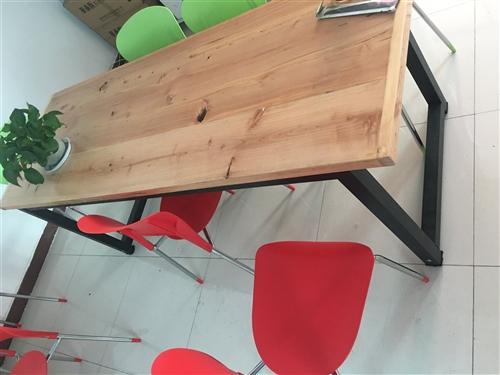 出售小型會義桌,2米長0.7米寬,電腦辦公桌,都是全新沒用過呢
