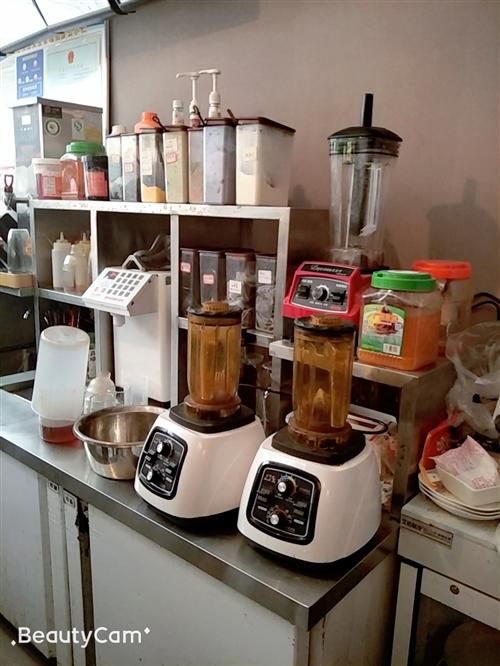 出售做奶茶的器材,有三套桌椅,一台制冰机,有需要者面谈,电话号码是15286332194