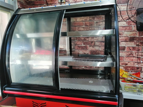 小吃店不做了,轉讓使用不到半年海爾容積318升冰柜一臺1000元,3月份購買一米寬小冷藏展示柜一...