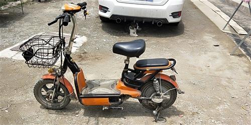 出售大阳电动车  车子电瓶什么都好好的  骑着一点问题没有  左边下壳破损不影响