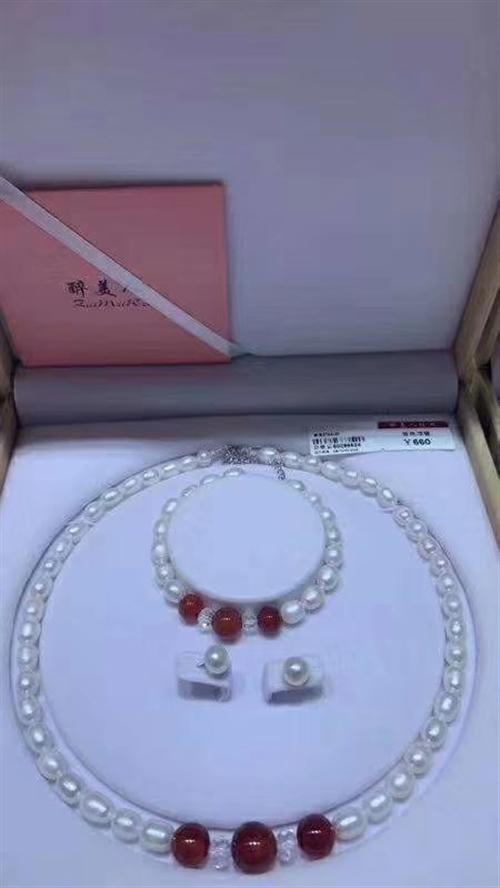 """本人手中有大量""""醉美人珍珠项链""""专柜价660/512,现价一律200带包装出售,专柜品质,另招实力代..."""