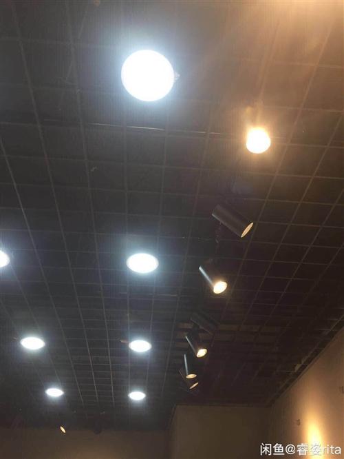 新暖色轨道射灯,9成新,安装一年,基本没开过,62个600元,送几十个筒灯