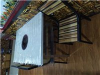 火锅店桌椅转让,基本全新,带电磁炉,另有大功率空调扇出售,价格合理,有需要者电联,看货议价!