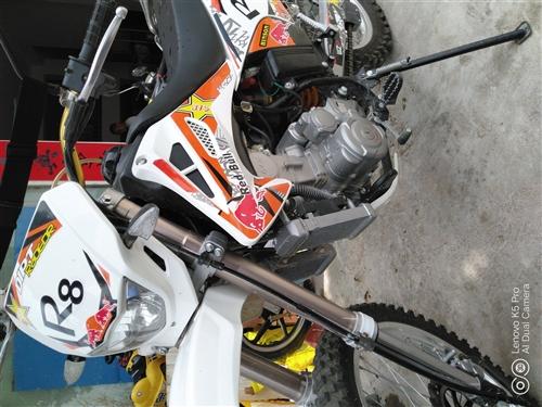 终身摩托车,排量是250cc, 水冷。已上牌,可以在陆川县城看车,包过户。车况一流。