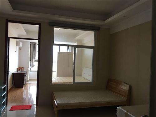 金润广场,离金寨一中比较近,精装修,一室一厅一厨一卫,电器齐全,拎包入住,楼下超市,价格面议