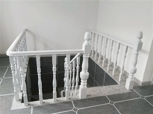 出售实木楼梯,楼梯扶手、旋转楼梯等,全新未使用,楼梯用料厚实,封漆环保,做工精致。 铁力附近周边有...