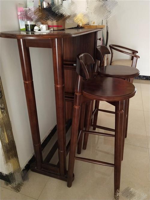 联邦实木家具,吧台,两个吧凳;休闲椅两个,圆桌,有票据,闲置,全新,需要者联系