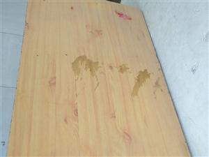 桌子和凳子特价处理,价格面议。13906354761