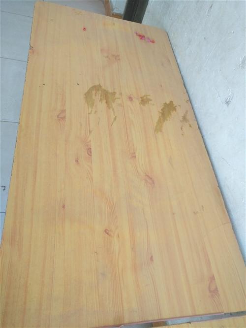 桌子和凳子特價處理,價格面議。13906354761