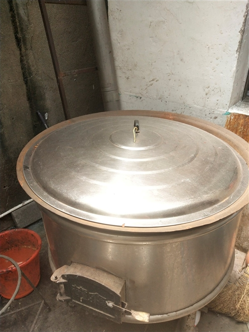 卖个烧炭大锅。牛肉汤。羊肉汤。卤肉都行