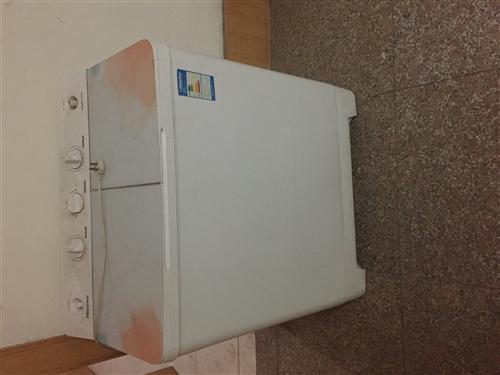 自用洗衣机,海信的,品牌肯定用的住,甩桶的盖子不小心弄坏了,但是不影响使用,因搬家,处理,洗衣机容量...