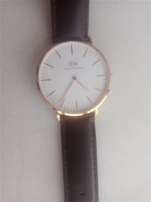 出售手表,便宜,带了一个月