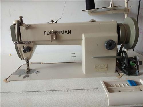 自己用的电动缝纫机九成新,大锁芯,可调速度。没有自动断线,800元,有需要的联系1890318054...