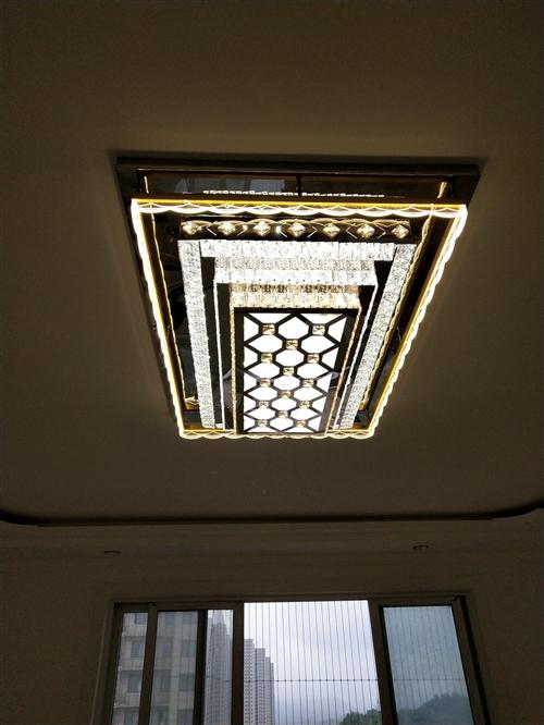 大市场11栋23号所有灯具大处理,价值1200现在只需要750,房租到期亏本处理