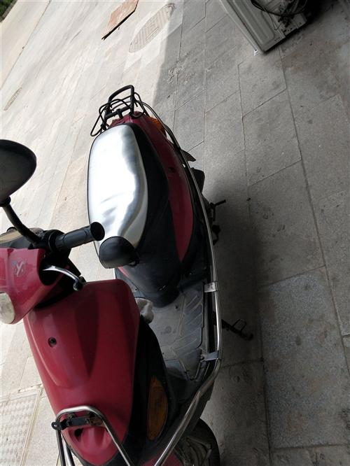 红色踏板摩托车,性能好,容易来火,现在闲置便宜转让,给有需要的朋友。有意者可直接电联。   联系我...