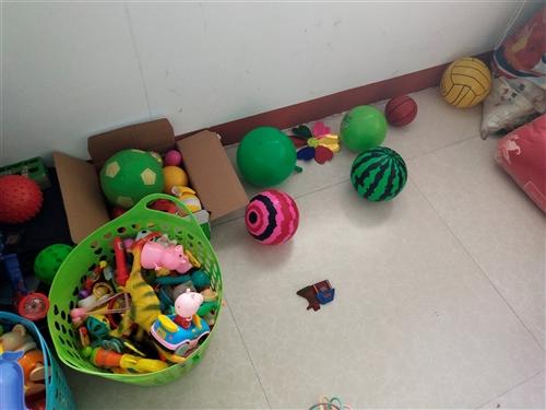 大量出售各種嬰幼兒玩具!